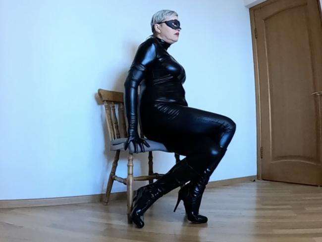 Video Thumbnail Gekreuzte Beine Orgasmus in Catsuit, Stiefeln und Handschuhen