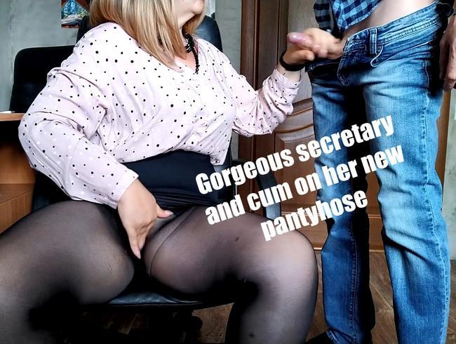 Video Thumbnail Wunderschöne Sekretärin und Sperma auf ihre neue Strumpfhose