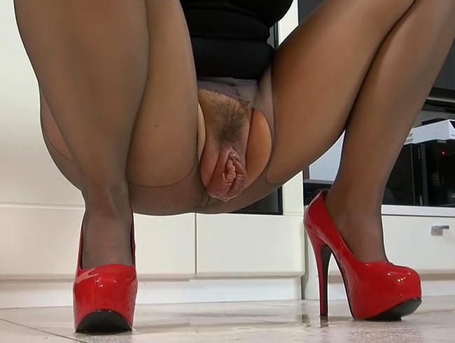 Video Thumbnail Megapussy in Nylons und abgepisst