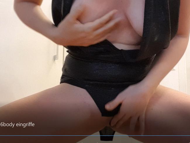 Video Thumbnail Titten und Vötzchen zeigen und mit dem Finger verwöhnen- Wetlook Body Strip