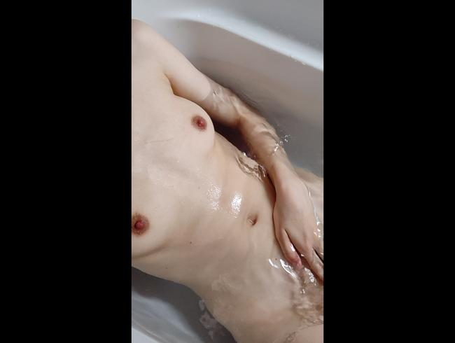 Video Thumbnail Spaß in der Badewanne Pus*y close-up!