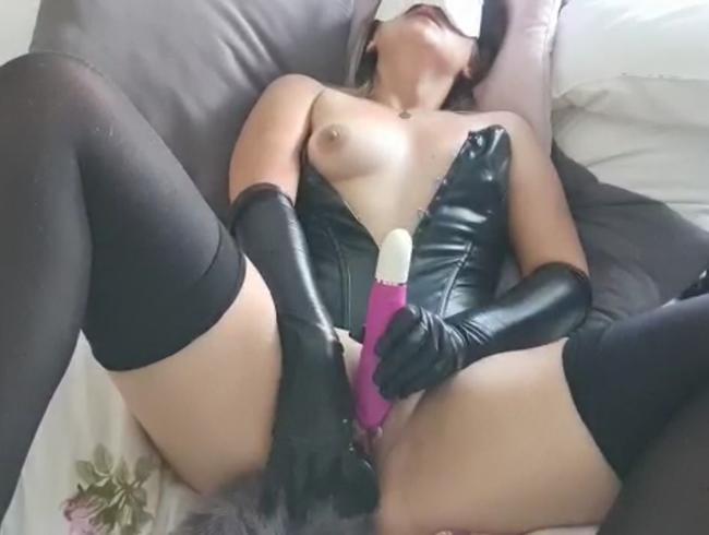 Video Thumbnail Mit Toys und Plug zum Orgasmus