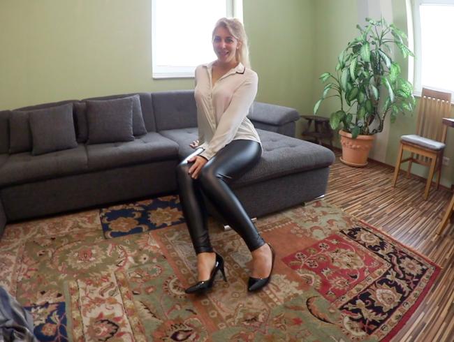 Video Thumbnail NEUEN ARBEITSKOLLEGEN VERFÜHRT - XXL-LADUNG auf LEDER-LEGGINGS-ARSCH