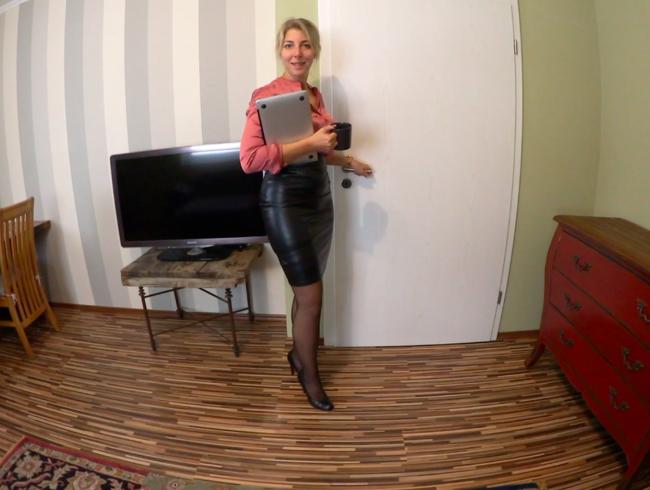 Video Thumbnail NYLON-SEKRETÄRIN von GESCHÄFTSPARTNER ZUGEKLEISTERT - XXL-CUMSHOT auf NYLONS und LEDER-ROCK