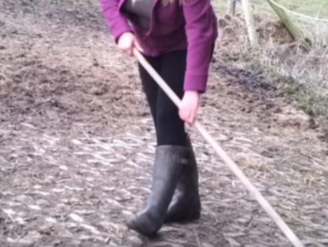 Video Thumbnail 4 x Rubber Boots
