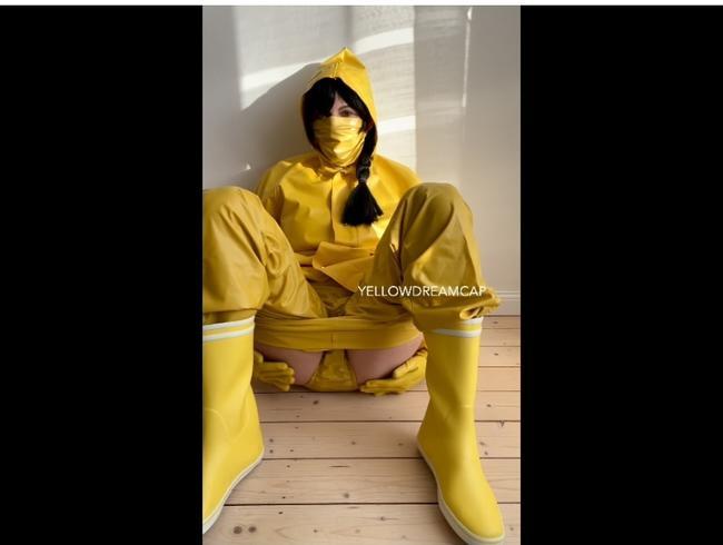 Video Thumbnail Komplett in geilem gelben Gummi