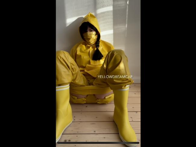 Video Thumbnail Komplett in geilem gelben Gummi  Teil 2
