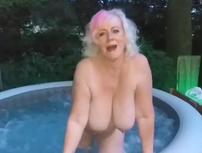 Video Thumbnail muschi reiben im whirlpool