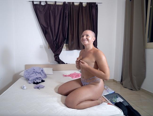 Video Thumbnail Oben Ohne vom Umzugshelfer erwischt! - Nutze ich die Gelegenheit?