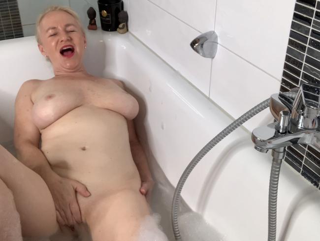 Video Thumbnail meine kleine Show in der Badewanne! War das heiß!!!