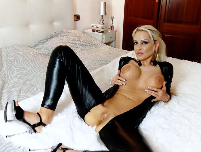 Video Thumbnail Sinnliche Verführung mit dominanter Milfvotze ! Ist dein Schwanz bereit für mich ?!