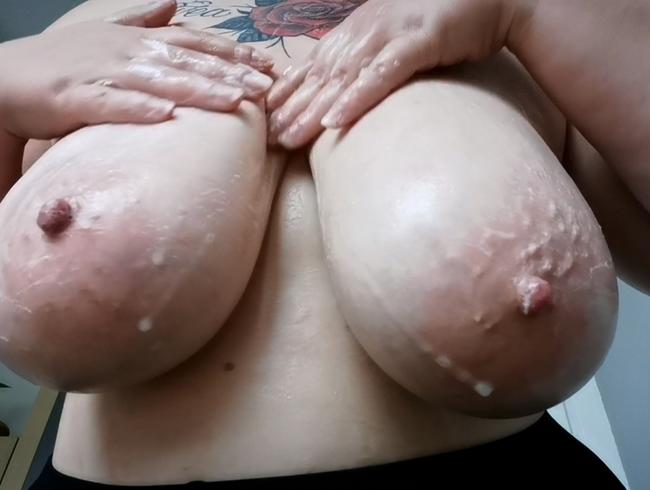 Video Thumbnail Meine großen Titten werden gewaschen.