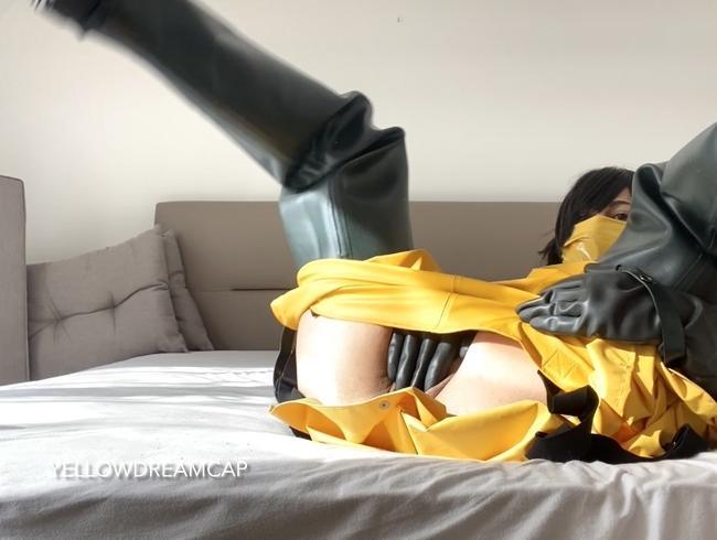 Video Thumbnail Geile Masturbation in Watstiefel und gelben Regengummi