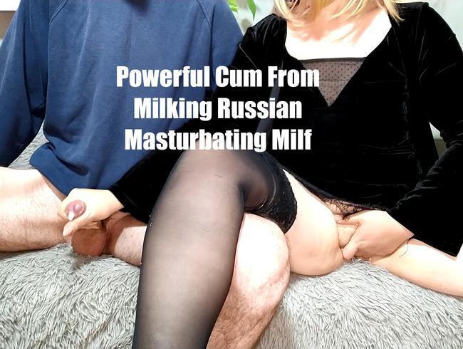Video Thumbnail mächtiges Sperma vom Melken russischer masturbierender Milf